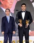 [포토] 김재환, KBO리그 홈런상-타점상 수상