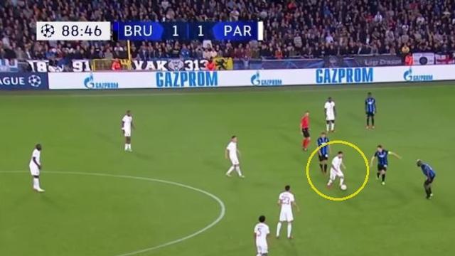 PSG 선수들, 메시 뒤에서 우두커니...팬들은 한숨