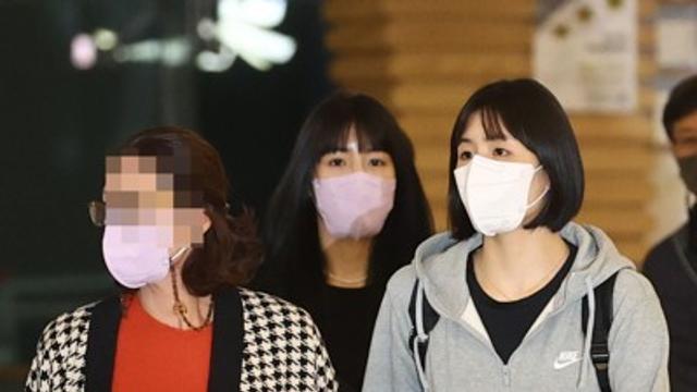 말없이 그리스간 쌍둥이, '엄마' 김경희의 당당함