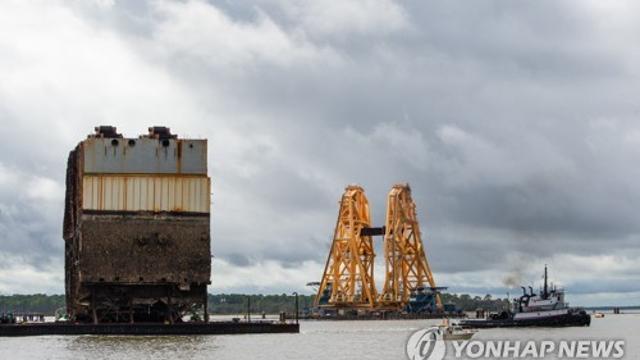차 4천대 싣고 美항구서 뒤집힌 한국 화물선 마지막 조각 인양